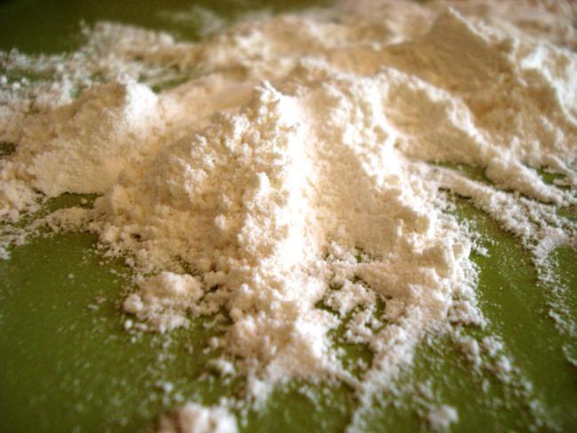 Mehl für den Hefeteig