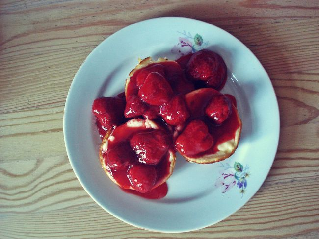 Käsetörtchen mit fruchtiger Erdbeersoße: nicht nur als Nachtisch