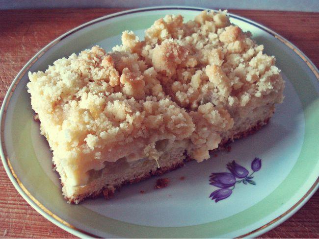Rhabarberkuchen auf Quark-Öl-Teig-Basis mit Vanillepudding und Streuseln
