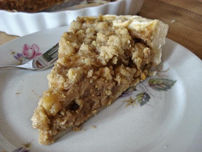 Klassische Pumpkin Pie-Füllung mit knusprigen Walnuss-Streuseln on top