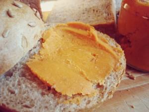 Was Leckeres fürs Brot: Kichererbsen-Tomaten-Aufstrich