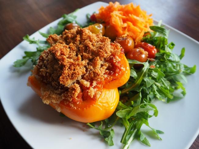 Gefüllte Paprikaschoten mit Bulgur und leckerer Parmesankruste