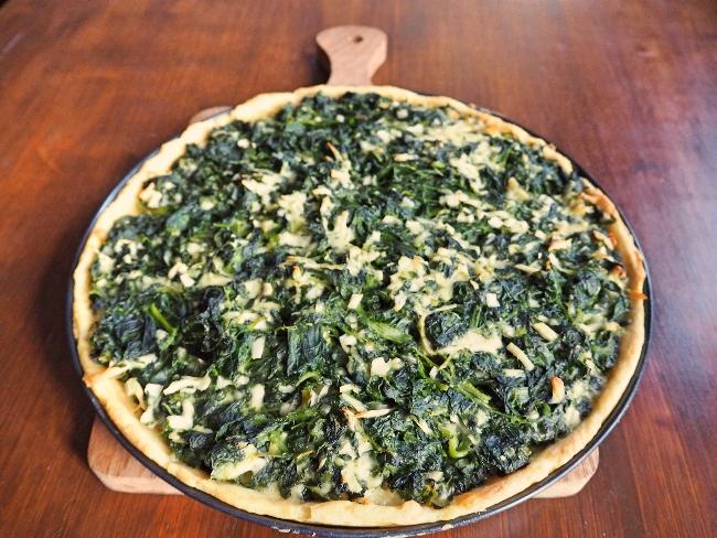 Leider ohne Geruchsfotografie: Eine Kartoffelpizza mit Spinat und Pecorino
