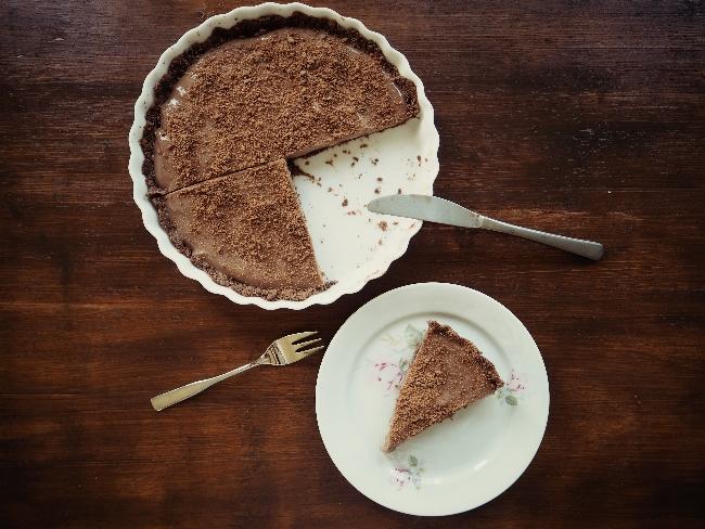 Schokoladentarte mit einem Boden aus Othello-Keksen