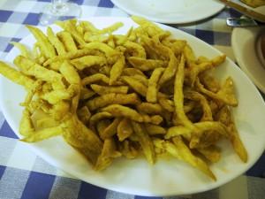 Berenjenas con miel: Gebackene Auberginen mit Honig, auf meinem Teller in der Taberna el Juramento